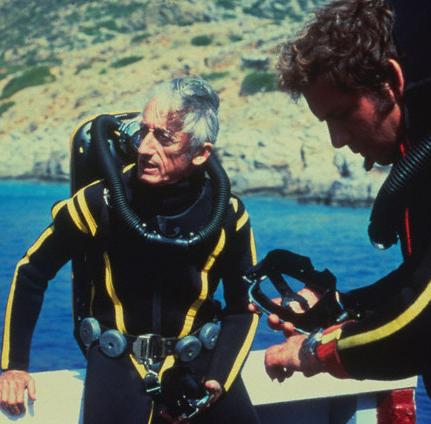Jacques-Yves COUSTEAU plongeait encore à 80ans ! Evidemment, il n'avait plus besoin de cours de plongée !